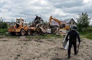 Остатки снесенного в тульском Плеханово дома загорелись по неизвестной причине – власти