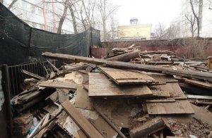Суд обязал собственника восстановить старинный деревянный дом в Москве