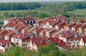 Продажи элитных загородных домов на первичном рынке Подмосковья упали вдвое